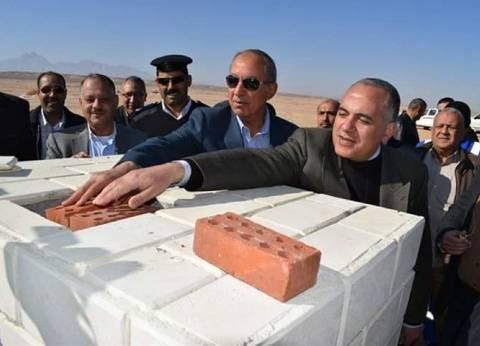 وزير الري يضع حجر أساس إنشاء بحيرة صناعية وحاجز ترابي بمدينة رأس غارب