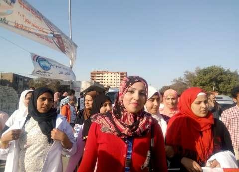 توافد كبار السن والسيدات في الهرم على لجان الاستفتاء