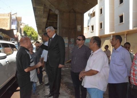محافظ المنيا يتفقد حملة لإزالة الإشغالات في الحبشي