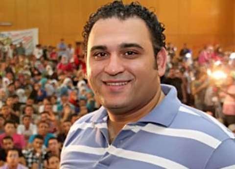 """""""أبوحفيظة"""" ساخرا: """"وزير الطيران مقالش معلومة مفيدة في حادث اختطاف الطائرة"""""""