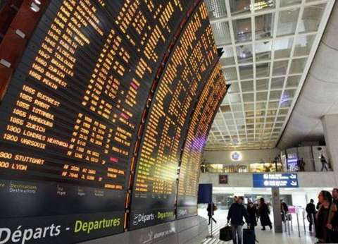 صحيفة فرنسية: سلطات باريس لم ترصد حتى الآن ثغرات في تحقيقات الطائرة المصرية