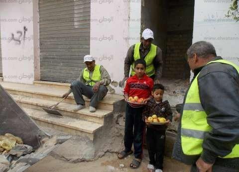 بالصور| مديرية الطرق تواصل أعمال إزالة القمامة في شوارع وميادين الوادي الجديد