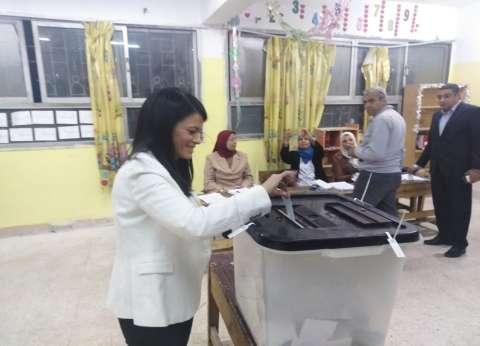وزيرة السياحة تدلي بصوتها في الاستفتاء: المشاركة واجب وطني