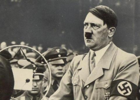 """بالصور  الشرطة الألمانية تعثر على 3 لوحات لمناظر طبيعية بريشة """"هتلر"""""""
