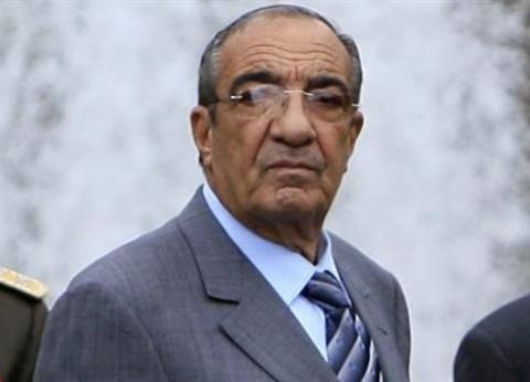 زكريا عزمي يدلي بصوته في الاستفتاء بالقاهرة الجديدة