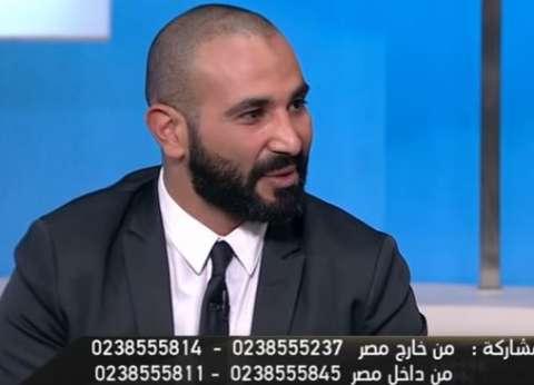 """أحمد سعد نافيا زواجه من سمية الخشاب: """"هو أنا أطول.. دي حبيبتي"""""""
