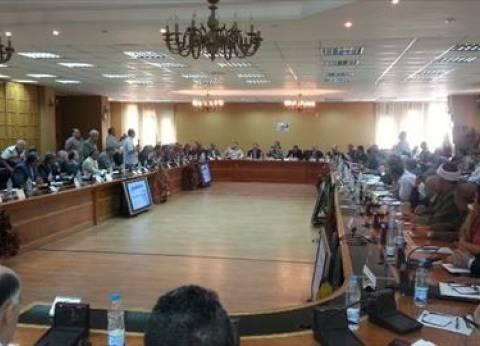 محافظ الشرقية يطالب بوضع ضوابط لإحكام السيطرة على إيرادات المواقف