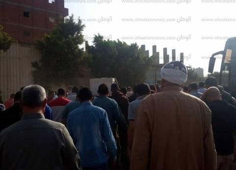 تشييع جثمان آخر ضحايا مركب حرية البحار المنكوبة بعزبة البرج في دمياط
