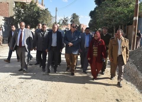 بالصور| محافظ الفيوم يطالب بالتنسيق بين مختلف الجهات قبل رصف الطرق