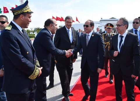 """متحدث """"الرئاسة"""" ينشر صورا لـ""""السيسي"""" أثناء مغادرة تونس عقب مشاركته في القمة الـ30"""