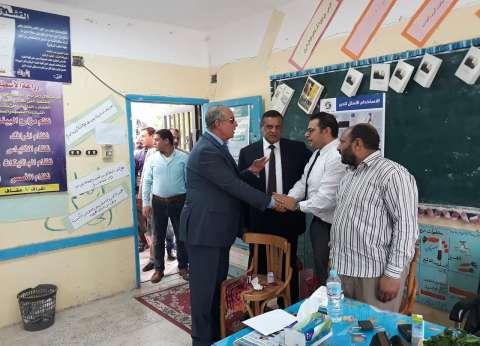 محافظ البحر الأحمر يتفقد اللجان الانتخابية بمدينة رأس غارب