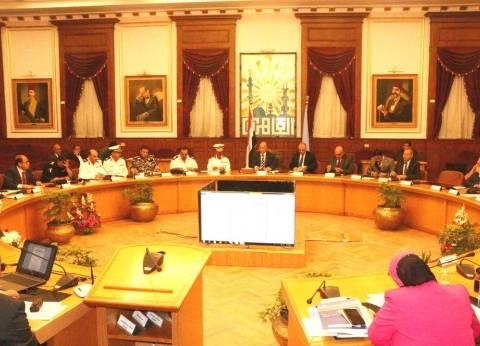 بالصور| محافظ القاهرة يجتمع مع أعضاء لجنة إدارة الأزمات لبحث الخطط المسبقة