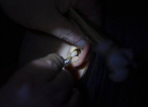 هندية تتفاجأ بوجود عنكبوت حي داخل أذنها