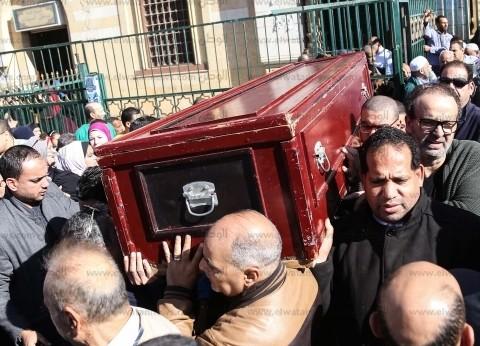 بالصور| تشييع جنازة الفنان حسن كامي من مسجد السيدة نفيسة