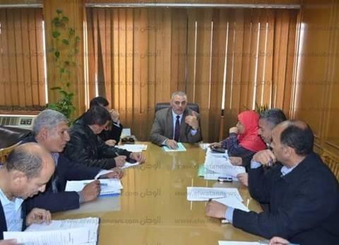 سكرتير محافظة الإسماعيلية يستعرض الموقف التنفيذي لمشروعات الإسكان