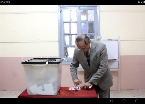 """رئيس """"الحركة الوطنية"""" يدلي بصوته في الاستفتاء: نواجه أشرس معركة"""