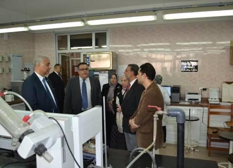 رئيس جامعة الإسكندرية يفتتح معمل تصميم الأدوية بكلية الصيدلة