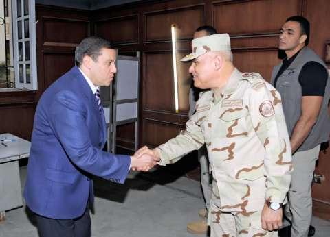 عاجل بالصور| وزير الدفاع يتفقد اللجان الانتخابية بالدقي
