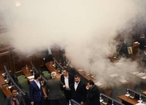غاز مسيل للدموع في برلمان كوسوفو يمنع التصديق على ترسيم الحدود