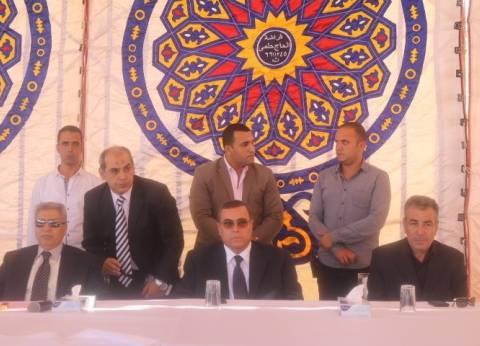 بالصور| محافظ الفيوم ومدير الأمن يشهدان جلسة صلح بين عائلتين