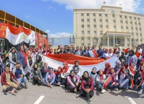 أتوبيسات مكشوفة تجوب الإسكندرية لحث المواطنين على المشاركة بالاستفتاء