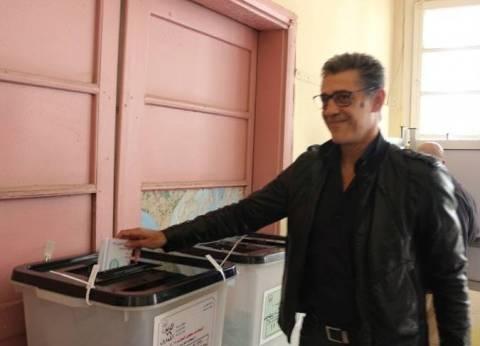 رغم استبعاده.. زكريا ناصف يدلي بصوته في لجنته الانتخابية بالمعادي