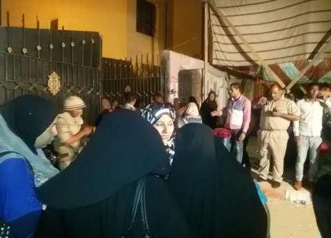 بالصور | تزايد عدد الناخبين خاصة في لجان السيدات مع الفترة المسائية بقنا
