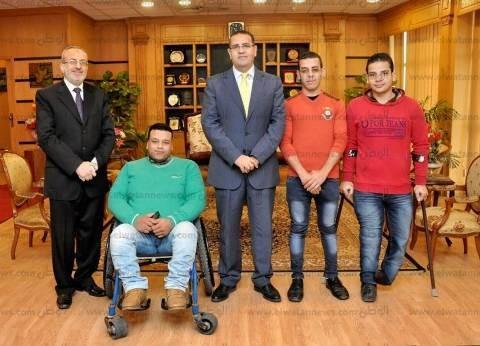 رئيس جامعة المنصورة يكرم الطلاب الفائزين في بارالمبياد الجامعات المصرية
