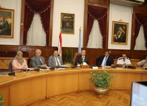 """محافظ القاهرة يناقش مع """"الأبنية التعليمية"""" خطة إنشاء فصول جديدة"""