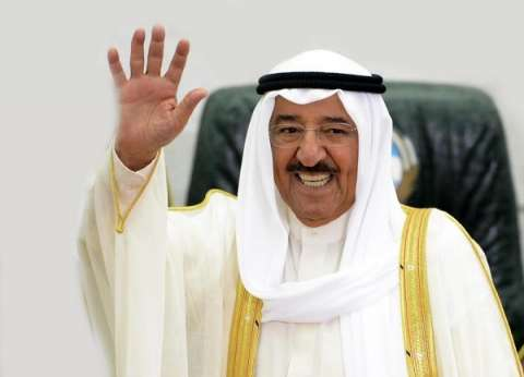 أمير الكويت وولي عهد أبوظبي يعزيان شيخ الأزهر في وفاة شقيقته