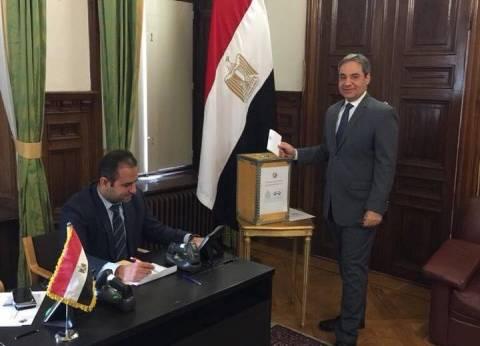 سفير مصر بالسويد يدلي بصوته في الانتخابات الرئاسية وسط جموع المصريين