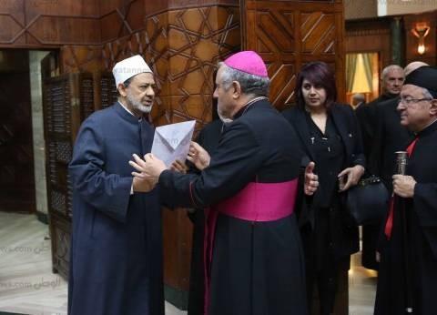 """سفير الفاتيكان بالقاهرة يعزي """"الطيب"""" في ضحايا """"مسجد الروضة"""""""