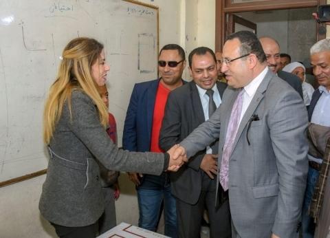 محافظ الإسكندرية يتفقد لجنة مدرسة الرحامنة في المعمورة