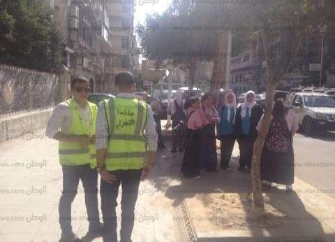 """""""مكافحة التحرش"""" بالإسكندرية تبعد 5 شباب عن محيط مدرسة بنات ثانوية"""
