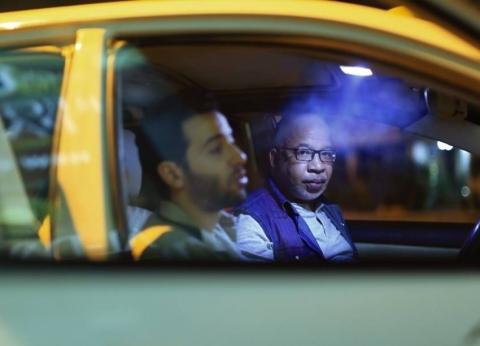 """بعد طرحه في دور العرض.. جولة سينمائية في تاكسي """"ليل خارجي"""""""