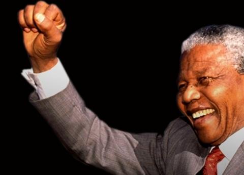 """الحرية لا تقبل التجزئة.. مواقف حطمت جدران السجن لصنع """"مانديلا"""" السلام"""