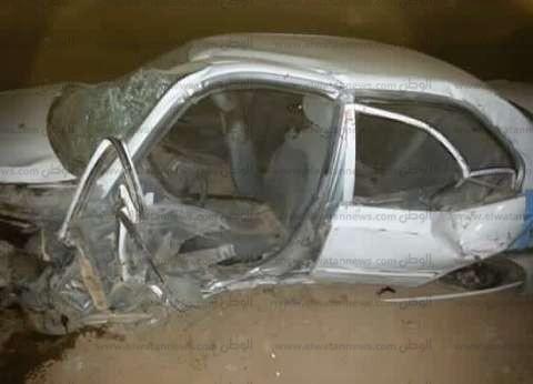 إصابة 3 في اصطدام سيارة بحواجز خرسانية على طريق النجيلة بمطروح