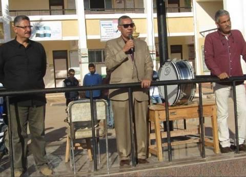 بالصور| رئيس مدينة أبورديس يتابع سير العملية التعليمية