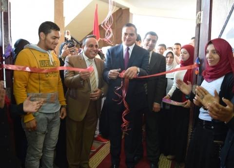 رئيس جامعة سوهاج يفتتح المعرض الفني السنوي بكلية التربية