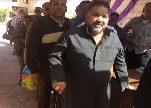 بالصور| توافد العشرات على لجان الاستفتاء بجنوب سيناء في اليوم الثالث