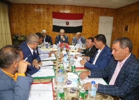 محافظ قنا يترأس اجتماع مجلس الصحة الإقليمي
