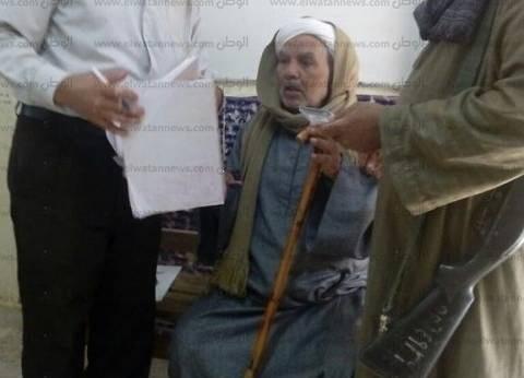 كفيف أثناء الإدلاء بصوته في قنا: استمد بصري من نور وطنيتي