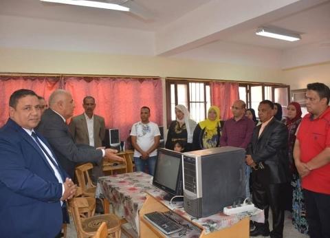 محافظ الوادي الجديد يلتقي معلمين في أول أيام العام الدراسي الجديد