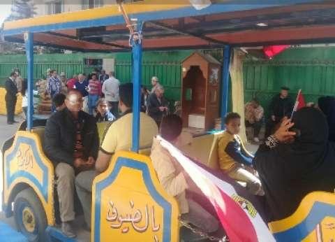 مدن القناة: حشود عمال البترول تسد مداخل اللجان.. وأوتوبيسات لنقل الطلاب والموظفين