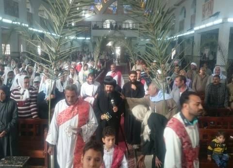 """كنائس السويس تحتفل بـ""""أحد الشعانين"""""""