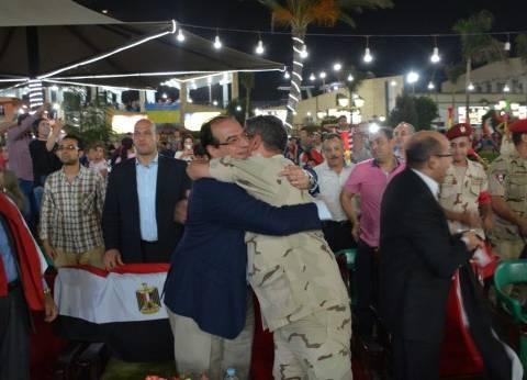 محافظ الدقهلية يشارك الجماهير فرحتهم بعد تأهل المنتخب للمونديال