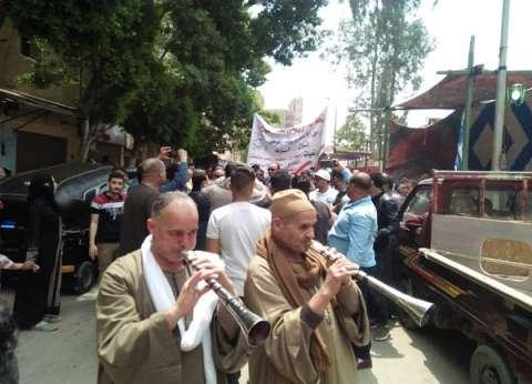 """ملحمة وطنية على أنغام """"المزمار البلدي"""" في دار السلام: """"إنزل شارك"""""""