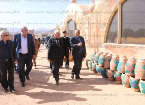 محافظ جنوب سيناء يتفقد ورش صناعة الفخار بشرم الشيخ