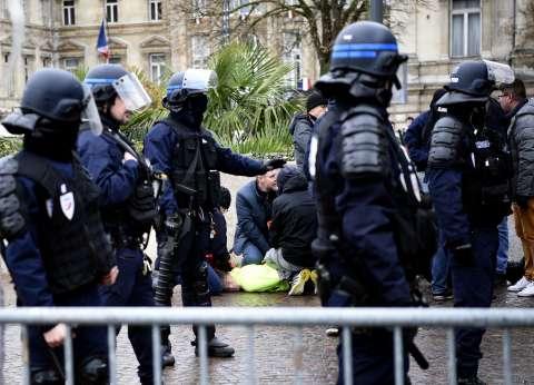 """""""داخلية فرنسا"""": 31 ألف من """"السترات الصفراء"""" يتظاهرون واعتقال 700 شخص"""