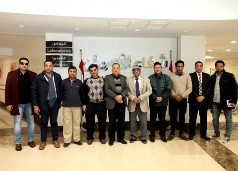 وفد من أدباء سلطنة عمان يدعمون مستشفى شفاء الأورمان بالأقصر